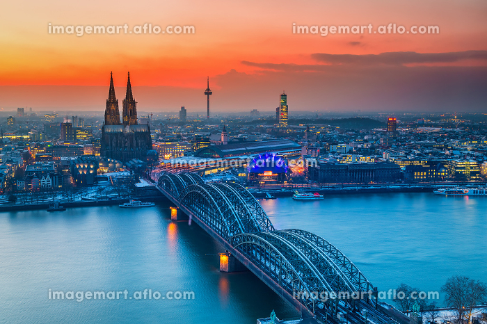 Aerial view on Cologne at nightの販売画像