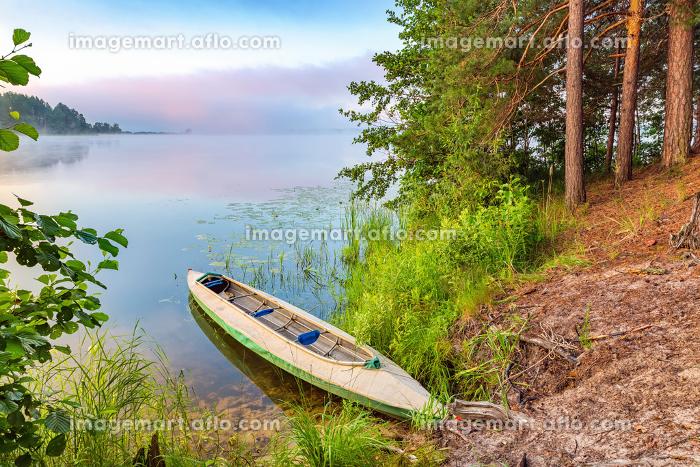 Canoe on a lakeの販売画像