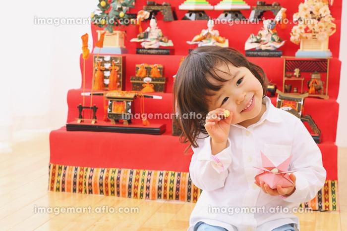 ひな人形と日本人の女の子