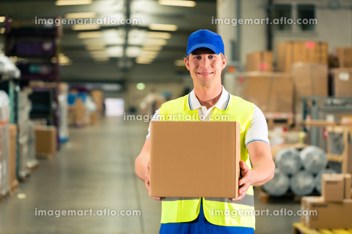 warehouse of freight forwarding keeps package in a warehouseの販売画像