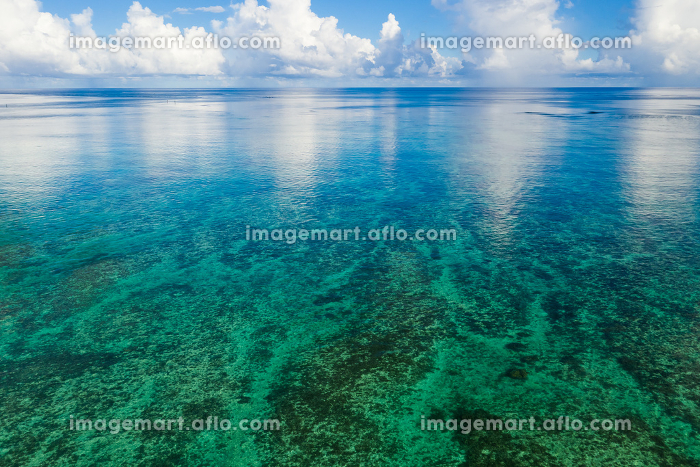 Top view of Beautiful sea and sky in Ishigaki Islandの販売画像