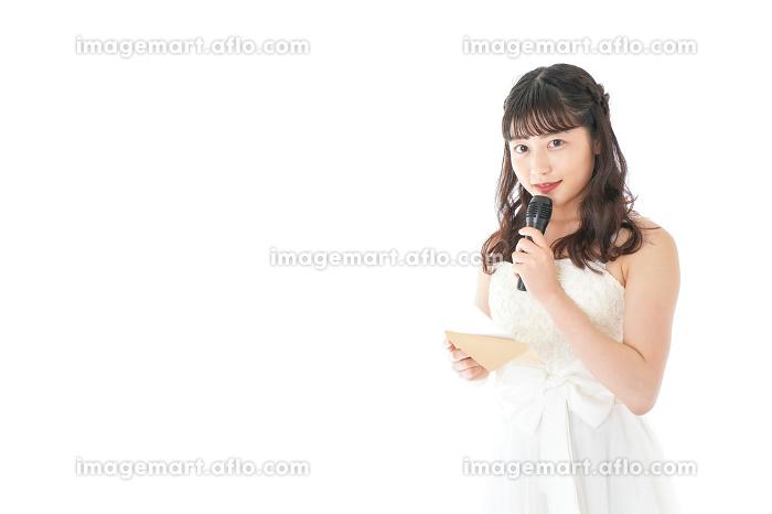 マイクでスピーチをする花嫁の販売画像
