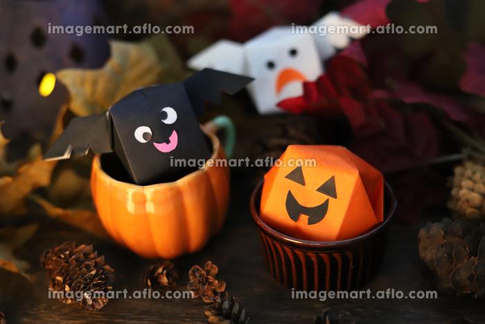 ハロウィンの可愛い折り紙のおばけカボチャとコウモリとゴースト 秋のイメージの販売画像