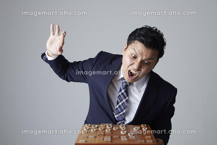 将棋を指す日本人の棋士の販売画像