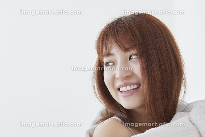 日本人女性の横顔の販売画像